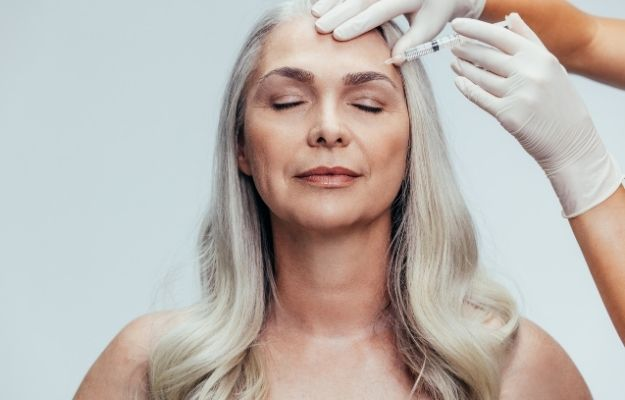 a woman having botox injection in her forehead   Botox   7 Different Saggy Skin Solutions